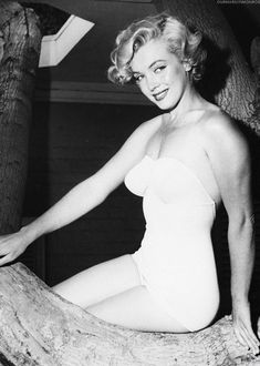 Afbeeldingsresultaat voor pin up art posed marilyn monroe