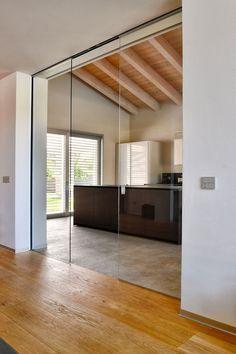 Door Design Interior, Interior Design Living Room, Internal Glass Sliding Doors, Living Room Divider, Sliding Door Design, Home Building Design, Modern Kitchen Design, Home Decor Kitchen, New Homes