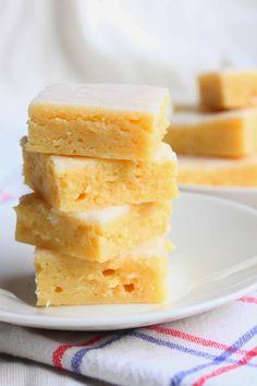 Tahmeat sitruunabrowniet / Sticky Gooey Lemon Brownies - Suklaapossu