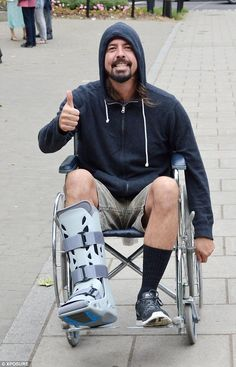 His leg is broken and he still didn't cancel his show Hero to all