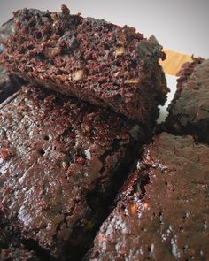 Healthy Zucchini Brownies, Light Side, Brownie Recipes, Cheesecake, Fit, Kitchen, Desserts, Instagram, Tailgate Desserts
