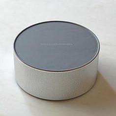 2012年のホリデーシーズン、Bluetoothスピーカーやタブレットケースなどは、ライフスタイル商品としてキッチン用品やリビング用品と並べて売られてます。デザインも良いモノが多いし。  この手のお店は雑誌みたいに季節感ある編集がなされていて、ふらり入るのも楽しいものです。    (via Williams-Sonoma cranks up the volume with tablet accessories | Appliances and Kitchen Gadgets - CNET Blogs)