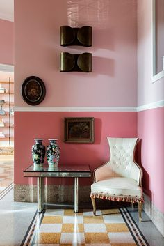 〚 Pink walls, stucco, mix of modern and vintage furniture in Milan apartment 〛 ◾ Photos ◾ Ideas ◾ Design Paint And Paper Library, Milan Apartment, Colorful Apartment, Interiors Magazine, Vintage Tile, Pink Walls, Step Inside, White Houses, Classic House