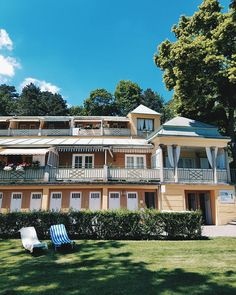 Perfect spring day escapism at Thermalbad Vöslau, Austria Spring Day, Vienna, Sunny Days, Austria, Collaboration, Spa, Mansions, Nice, House Styles