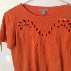3 for $20 Super cute orange Cut out top✨ EUC ❤️ Very minimal piling. Soft material. Depending on height it can reach slightly above the hips. H&M Tops Blouses