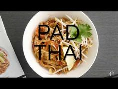 Pad Thai Comforting Pad Thai made simple with one convenient spice blend. Customize just the way you like it and add a little heat with a drizzle of our Srir. Epicure Recipes, Wine Recipes, Cooking Recipes, Epicure Steamer, Boite A Lunch, Steamer Recipes, Smoothie Drinks, Smoothies, Good Food