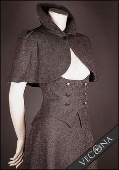 Vecona Collection Sherlock Cape and Skirt - It would be an awesome base to a steampunk outfit Costume Steampunk, Mode Steampunk, Victorian Steampunk, Steampunk Fashion, Everyday Steampunk, Gothic, Steampunk Vetements, Mode Inspiration, Costume Design