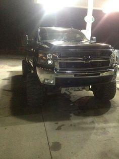 Chevrolet Truck Review black lifted Silverado Chevrolet truck by http://reviewcars2015.com/