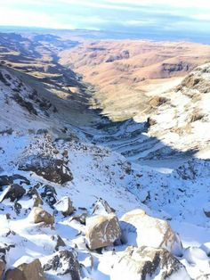 View down Sani Pass to KwaZulu-Natal - South Africa Beaches In The World, Countries Of The World, Midland Meander, Sa Tourism, Kwazulu Natal, Most Beautiful Beaches, Places Of Interest, Amazing Places, South Africa