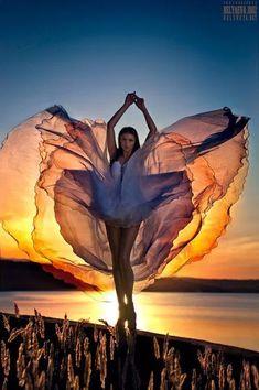 A fotografia surreal e fashion com belas modelos de Svetlana Belyaeva Dance Photography, Creative Photography, Amazing Photography, Portrait Photography, Fashion Photography, Photography Lighting, Beauty Photography, Wedding Photography, Flower Photography