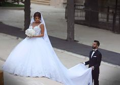 Luxury Spaghetti Straps V Neck Arabic Cathedral Ball Gown Wedding Dresses 2016 Tulle Long Court Train With Appliques Bridal Gown