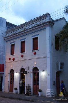 Tomar um delicioso café na Confeitaria Flor de Cacau em Urussanga, SC. Uma casa tombada pelo IPHAN.