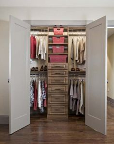 Looking for some fresh ideas to remodel your closet? Visit our gallery of leading luxury walk in closet design ideas and pictures. Walk In Closet Small, Walk In Closet Design, Bedroom Closet Design, Master Bedroom Closet, Small Closets, Wardrobe Design, Closet Designs, Narrow Closet, Bedroom Closets