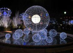パリのクリスマス!必見シャンゼリゼ通りのイルミネーション完全ガイド。 パリはどの時期も美しいけれど、クリスマスから年末にかけてのイルミネーションの美しさは格別!http://guide.travel.co.jp/article/6866/