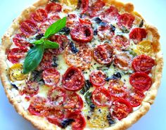 tomato tart with mozarella, fontina and parmesan, total time about 40 min. Quiches, Jai Faim, Mozarella, Great Recipes, Favorite Recipes, Tart Taste, Vegetarian Recipes, Healthy Recipes, Pasta