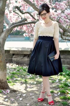 Love her. Love the blog. Love this vintage dress. Love wearing my glasses to formal events. http://www.keikolynn.com/