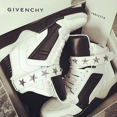 How to Chic: ONLY FOR GIVENCHY LOVERS