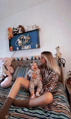 Galaxy Wallpaper, My Photos, Toddler Bed, Sari, How To Plan, Furniture, Home Decor, Cellos, Tik Tok