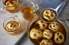 Use our step-by-step guide to make this spectacular Halloween drink – a shrunken apple head cider punch. Find more Halloween recipes at Tesco Real Food. Halloween Snacks, Halloween Punch Bowl, Scary Halloween Food, Halloween Bebes, Halloween Apples, Hallowen Food, Halloween Dinner, Easy Halloween, Halloween Drinks For Kids