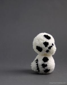 Skull. Pompon. Tutorial. How to. Make. DIY. Knit. Crochet. Craft. Hat. Zipper pull. Fun. Cute. Boys. Girls.