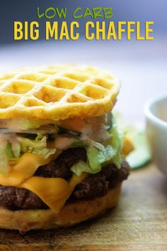 Chaffles make the best low carb hamburger buns and that Big Ma… Big Mac Chaffles! Chaffles make the best low carb hamburger buns and that Big Mac sauce is so good you'll think you're eating the real deal! Big Mac, Keto Foods, Paleo Meals, Paleo Food, Health Foods, Health Diet, Best Fast Food Burger, Cheese Burger, Cena Keto