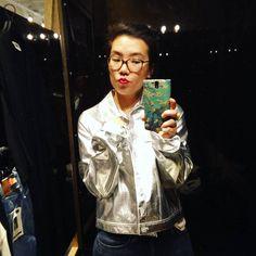 Hoe cool is deze space jacket! Helaas was hij te groot. Maar gelukkig hadden ze bij @monki een broek in dezelfde kleur  Dus die maar gehaald  Can't wait to wear it #guilty #pleasure #sale #shopping #intergalactic #theme #ootd #wiw #weekday #monki #fashionblogger #fblogger #selfieinthemirror #selfie