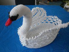 How to Make Corner Bookmarks + Ideas and Designs Crochet Birds, Easter Crochet, Crochet Flower Patterns, Thread Crochet, Cute Crochet, Crochet Animals, Crochet Motif, Crochet Designs, Crochet Doilies