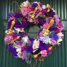 Pin for Later: 14 Times We Wanted to Move In With Reese Witherspoon Hangs Hilarious Wreaths