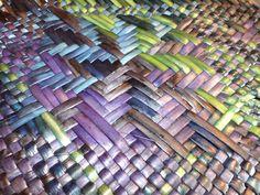 Alixene Curtis - Reader of Stars she says of this piece of a larger piece Flax Weaving, Basket Weaving, Soft Sculpture, Sculptures, Maori Designs, Textile Art, Fiber Art, Creative Ideas, Islands