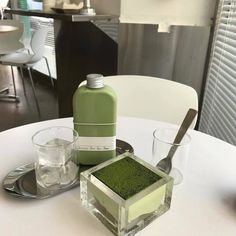 i'll throw a matcha party soon Mint Green Aesthetic, Aesthetic Light, Aesthetic Pastel, 17 Kpop, Think Food, Cafe Food, Greens Recipe, Aesthetic Food, Aesthetic Coffee