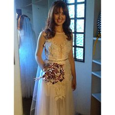 Noiva amiga @Bárbara Formiga vestindo #melkzdaartesanalatelier #baesilvio #projetonoivacouture #bridal #texture