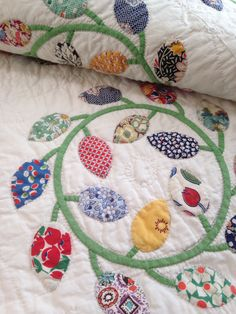 Best Ever 1930's Autumn Wreaths with lovely Vining Border. Exceptional Feedsacks Quilt.
