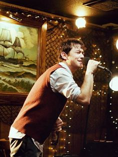 (Joseph Gordon-Levitt doing karaoke to the Pixies made me fall in love with him.