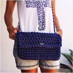 The Chanel handbag type size XL Crochet Clutch, Crochet Handbags, Crochet Purses, Love Crochet, Diy Crochet, Diy Purse Making, Crochet T Shirts, Knit Pillow, Textile Art