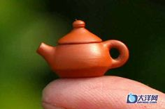 a mini teapot weighing just 1.4 grams