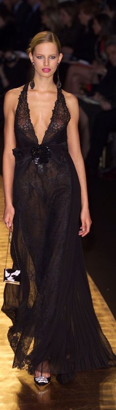 www.2locos.com  Valentino at Couture Spring 2001