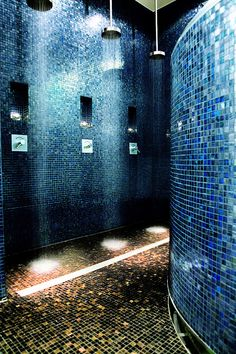 Trendy blue tiles in the Welness Shower Area at the Hotel Concorde Berlin in Germany Spa Interior, Interior Design Living Room, Interior And Exterior, Interior Decorating, Saunas, Spa Design, House Design, Design Ideas, Spa Hammam