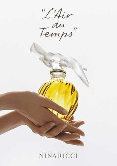 Moms perfume when I was a little girl until high school Nina Ricci L' Air du Temps Versace Perfume, Hermes Perfume, Perfume Ad, Best Perfume, Vintage Perfume, Perfume Oils, Perfume Bottles, Anuncio Perfume, Nina Ricci Parfum