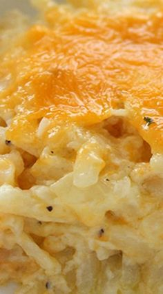 Homemade CopyCat Cracker Barrel Hashbrown Casserole ~ So cheesy and so easy to m. - - Homemade CopyCat Cracker Barrel Hashbrown Casserole ~ So cheesy and so easy to make. Great for breakfast or even a dinner side - Plus they are perfe. Side Dish Recipes, Great Recipes, Favorite Recipes, Recipes For A Crowd, Crock Pot Breakfast Recipes, Meals For A Crowd, Quick And Easy Recipes, Yummy Dinner Recipes, Organic Dinner Recipes