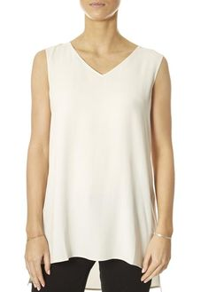 This is the V-Neck Long Shell Bone Top by our friends at Eileen Fisher! It's chic, it's simple and it's wearable over and over again. This bone camisole top is never going off trend, which is great news for your wardrobe and your wallet. SHOP NOW! Yellow Shorts, White Shorts, Yellow Short Sleeve Tops, Dark Denim, Eileen Fisher, Women's Tops, Fashion Ideas, Camisole Top, V Neck