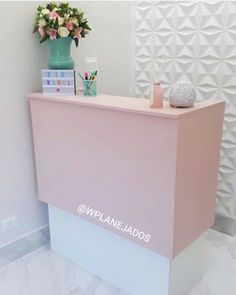 Counter made for client in the aesthetic clinic! This pink satin is momemto's sweetheart! Design and implementation WPlearned Budgets… Nail Salon Design, Nail Salon Decor, Beauty Salon Decor, Beauty Salon Design, Home Hair Salons, Home Salon, Boutique Decor, Boutique Interior, Rosa Satin