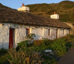 Fishermans' cottages down at Niarbyl beach