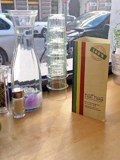 [ Vegane Lokalempfehlung: nat´naa im Bezirk (Wien) Lokal, Restaurant, Carafe, Vodka Bottle, Drinks, Vienna, Dinner, Easy, Inspiration