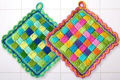 """This old way of potholders can be produced in every color imaginable. You like it colorful, rather discreet, pastel or natural colors. Everything is possible. Through the """"weaving"""" creates a double crochet potholders, which is nice and thick and prote"""