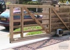 Classic Wooden Gates Will Make Your Home Look Great - The Urban Interior Electric Driveway Gates, Electric Sliding Gates, Driveway Entrance, Sliding Wooden Gates, Wood Fence Gates, Fencing, Front Gates, Entrance Gates, Wooden Gate Designs