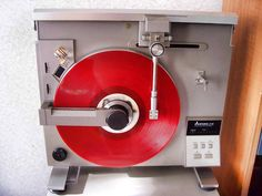 Mitsubishi LT-5V, a vertical belt drive linear tracking turntable from the late '70's