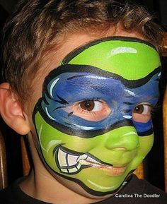 Cool Face Painting Ideas For Kids, which transform the faces of little ones without requiring professional-quality painting skills. Superhero Face Painting, Face Painting For Boys, Face Painting Designs, Paint Designs, Maquillaje Halloween, Halloween Makeup, Halloween Face, Ninja Turtle Face Paint, Ninja Turtles