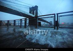 Brooklyn and Manhattan Bridges, as the after-effects of Hurricane Sandy are felt. New York, Oct. 30, 2012. #AlamyiPadApp    © ZUMA Press, Inc. / Alamy