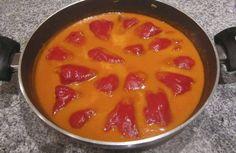Pimientos del piquillo rellenos de bacalao con salsa de pimientos Tapas, Seafood Recipes, Cooking Recipes, Healthy Recipes, Food Porn, Cook At Home, Spanish Food, Bon Appetit, Food And Drink