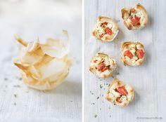 Schafskäse-Tomaten-Törtchen mit Blätterteig - ganz einfach und schnell - http://www.monsieurmuffin.de/tomaten-tarte/
